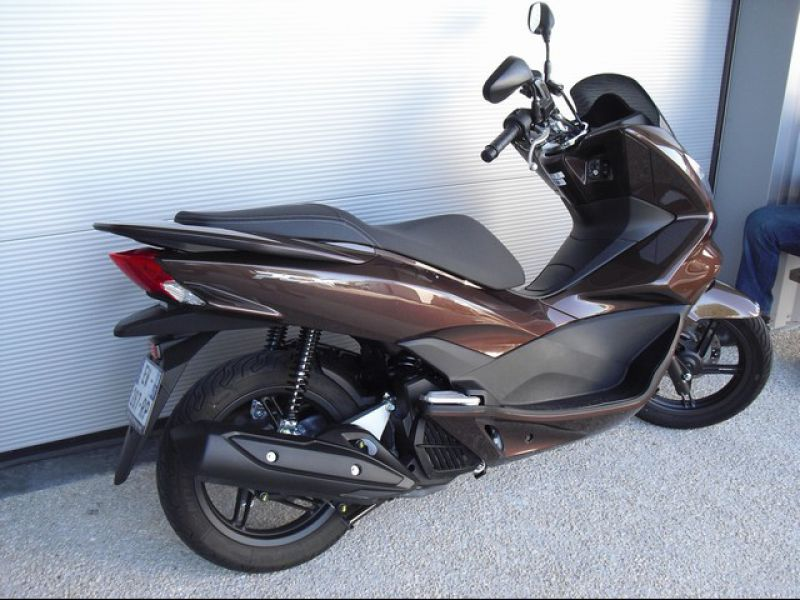 moto d occasion honda pcx 125 saint gervais la for t concession deletang. Black Bedroom Furniture Sets. Home Design Ideas